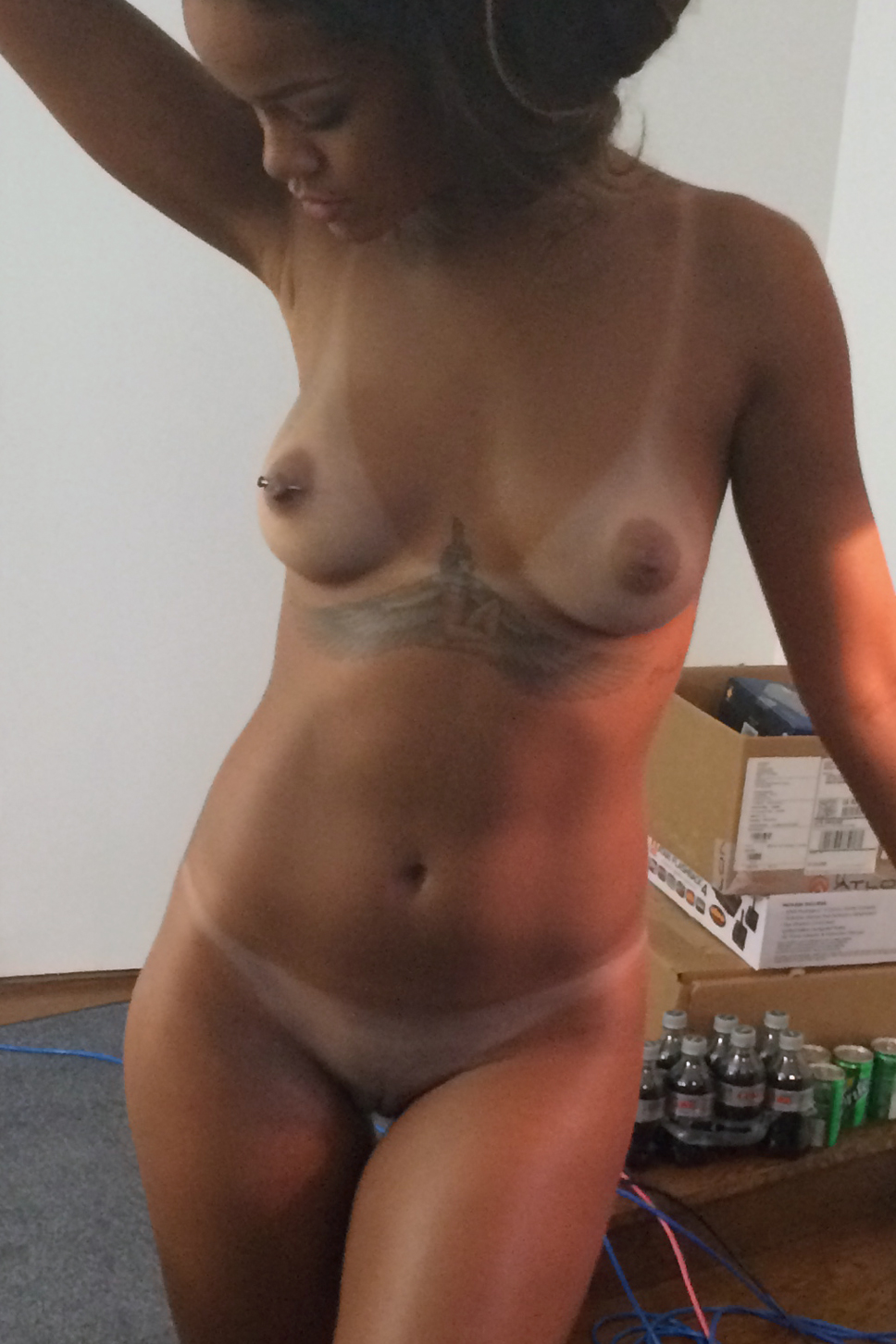 Get Rihanna Leaked Naked Pics Xxx For Free